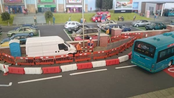 LX023-OO Laser Cut Roadworks Safety Barriers (Pack of 16) OO/4mm/1:76